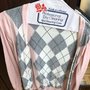 Forever 21 pink + gray argyle sweater